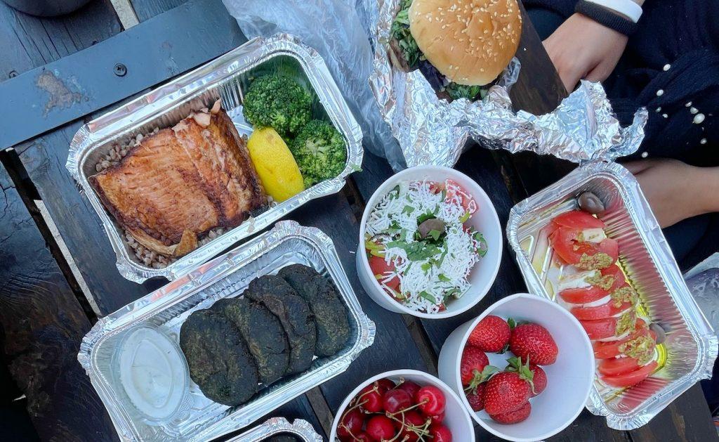 Restaurants in Bansko that Deliver Food to FLC